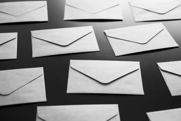 個人情報保護の観点から注文完了メールや発送完了メールにお届け先情報を記載しないサイト